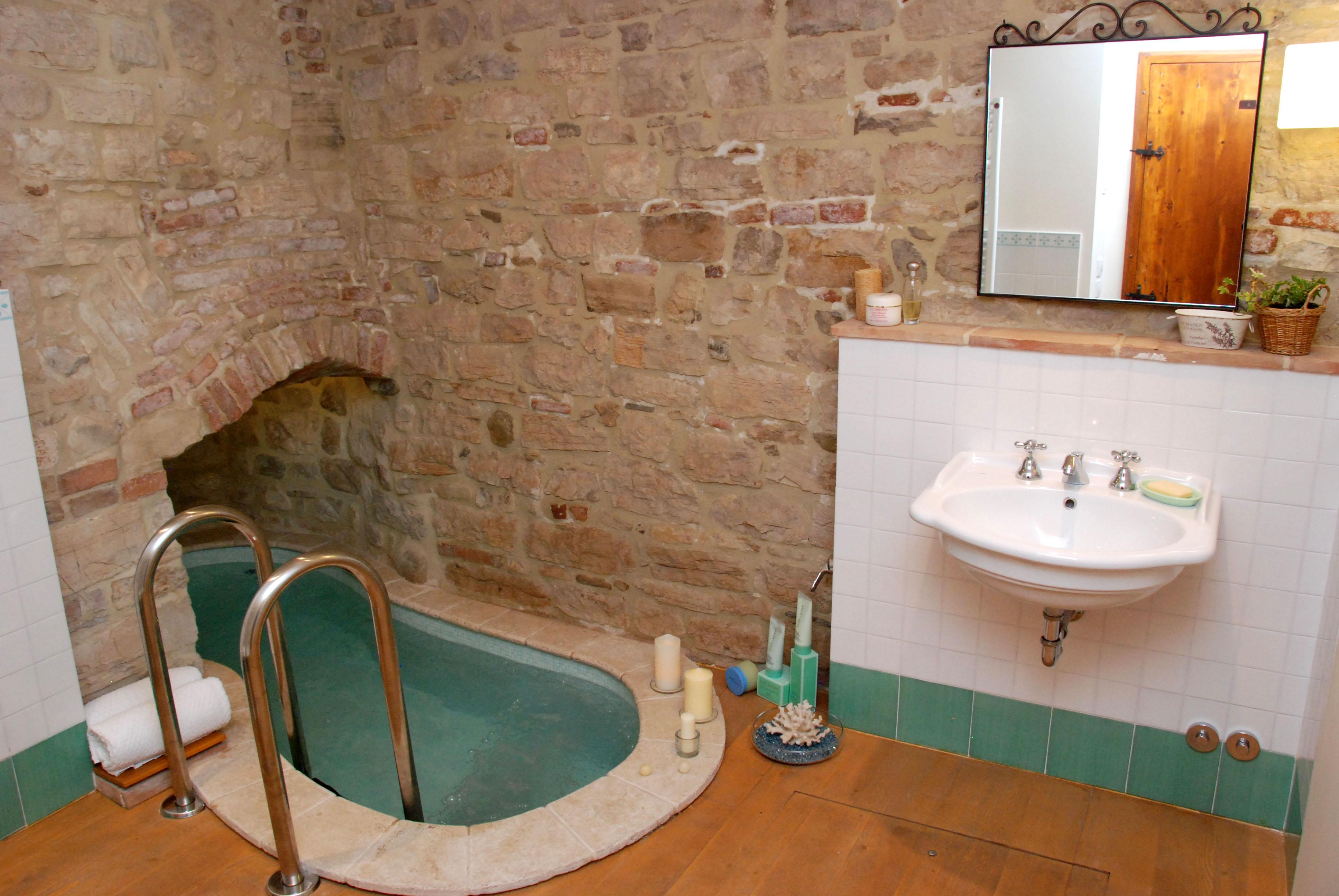 Magnificent Roman Bathtubs Images - The Best Bathroom Ideas - lapoup.com